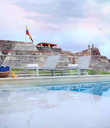 Cartagena pre-Turismo frente al Castillo de San Felipe